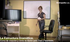 Fotograma de uno de los videos del curso de guion
